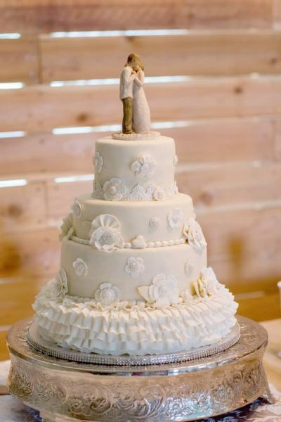 [Image: A truly elegant wedding cake with various depths.]