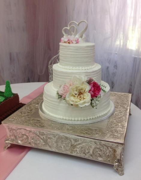 [Image: A beautiful 3 tier wedding cake with gorgeous flowers.]