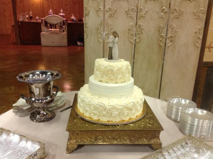 [Image: A stunning 3 tier wedding cake.]