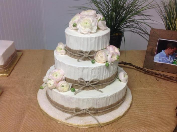 [Image: A beautiful wedding cake with burlap.]